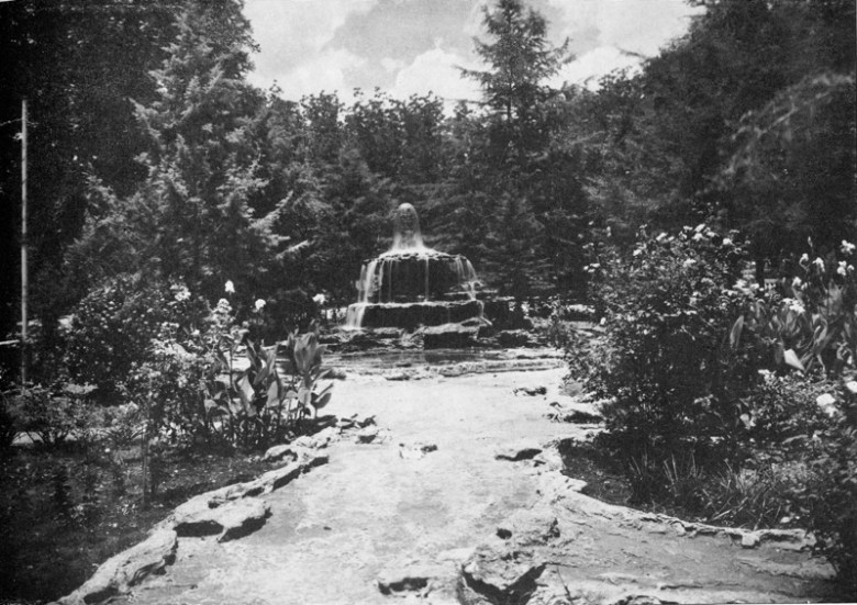 This large fountain, with its surrounding network of rivulets, was designed by faux bois sculptor Dionicio Rodriguez in the mid-1920s, but is no longer in existence. Photo courtesy of Urrutia Photo Collection.