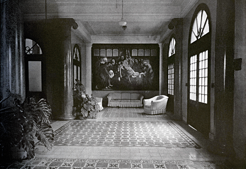 The waiting room of the Clinica Urrutia medical complex, which was located at the corner of Santa Rosa and Houston Streets. It housed the offices of Urrutia and five sons who were also doctors. Photo courtesy of Urrutia Photo Collection.