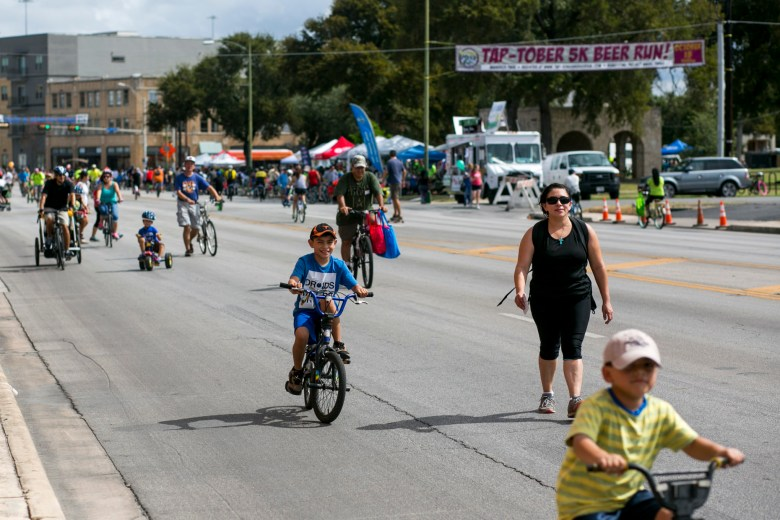 Broadway Street was closed for Síclovía so hundreds of bikers could safely ride the streets.