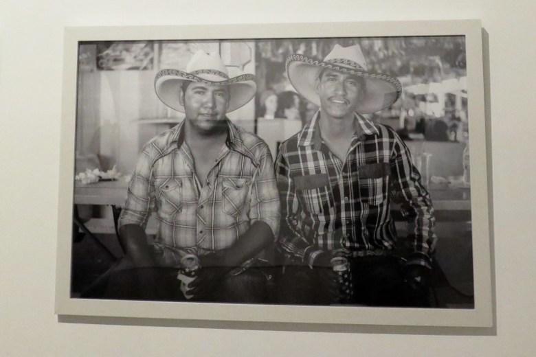 """""""Dos Hermanos en la Pulga"""" by Arlene Mejorado. Photo by Rocío Guenther."""