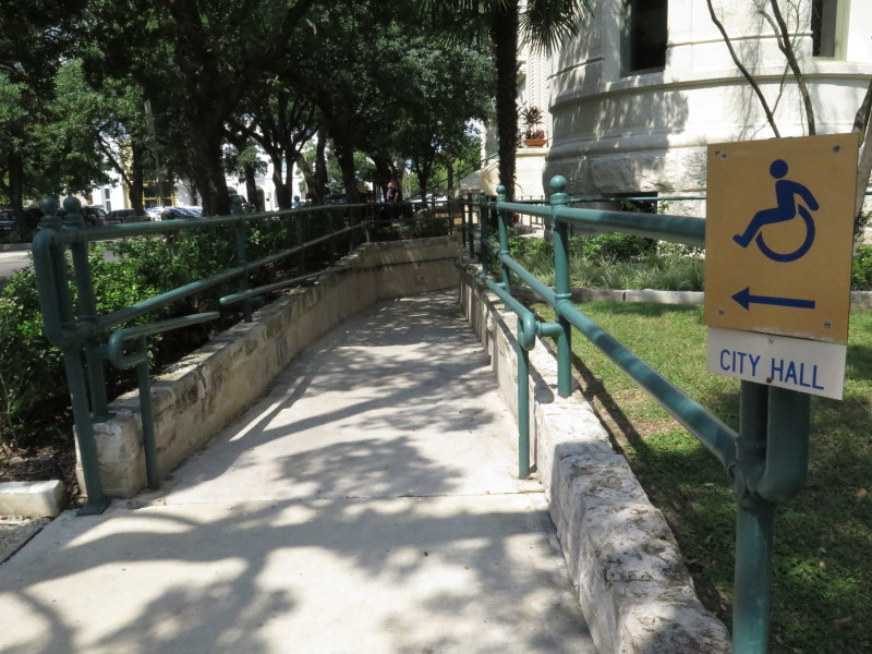 Wheelchair accessibility to City Hall can be found at the back of the building. Photo by Rocío Guenther.