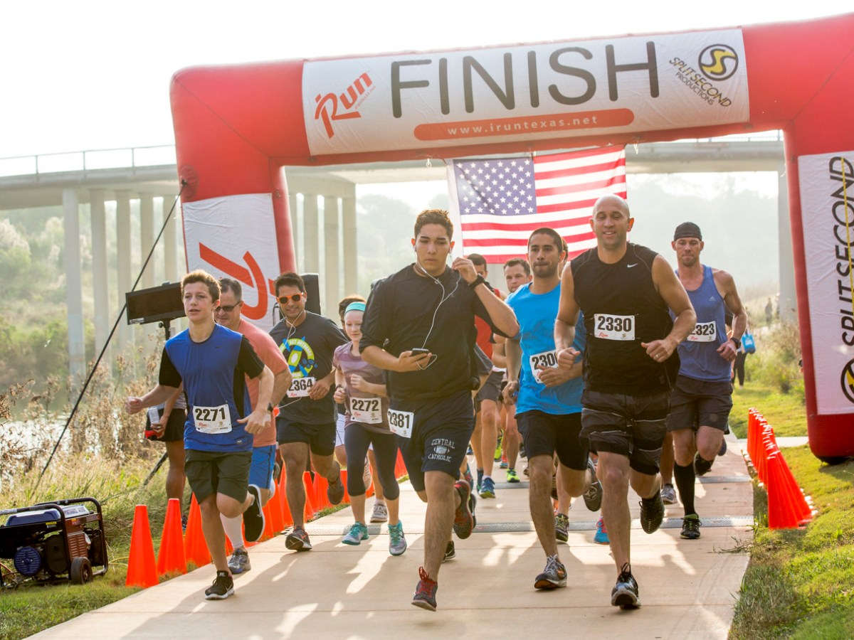 Runners take off for the start of the River Relay & Get Outdoors 5K.