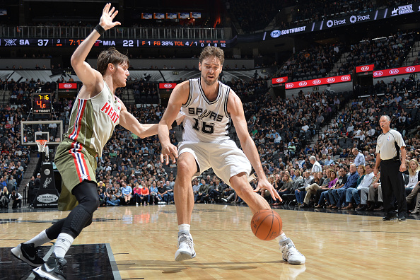 Pau Gasol #16 of the San Antonio Spurs handles the ball during the game against the Miami Heat on November 14, 2016 at the AT&T Center in San Antonio, Texas.