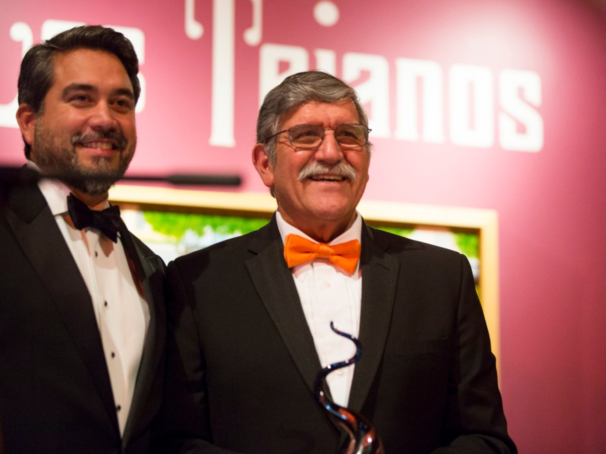 Councilman Roberto Treviño (D1) presents the ITC Lifetime Achievement Award to UTSA President Dr. Ricardo Romo