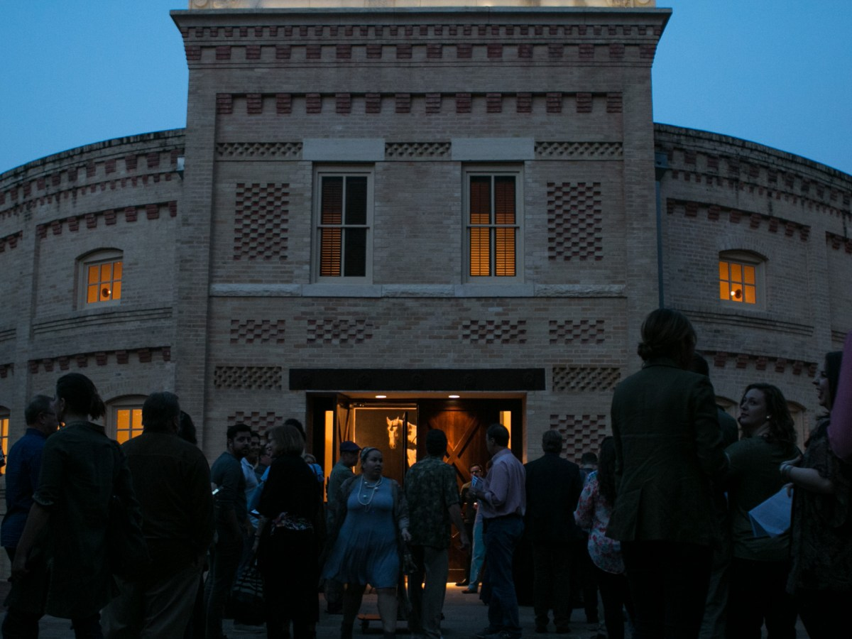 A crowd waits in line outside of the Pearl Stable for PechaKucha Vol. 25.