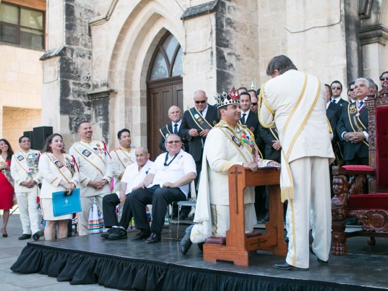 El Rey Feo LXIX Fred Reyes is crowned by El Rey Feo LXVIII Darren Casey.