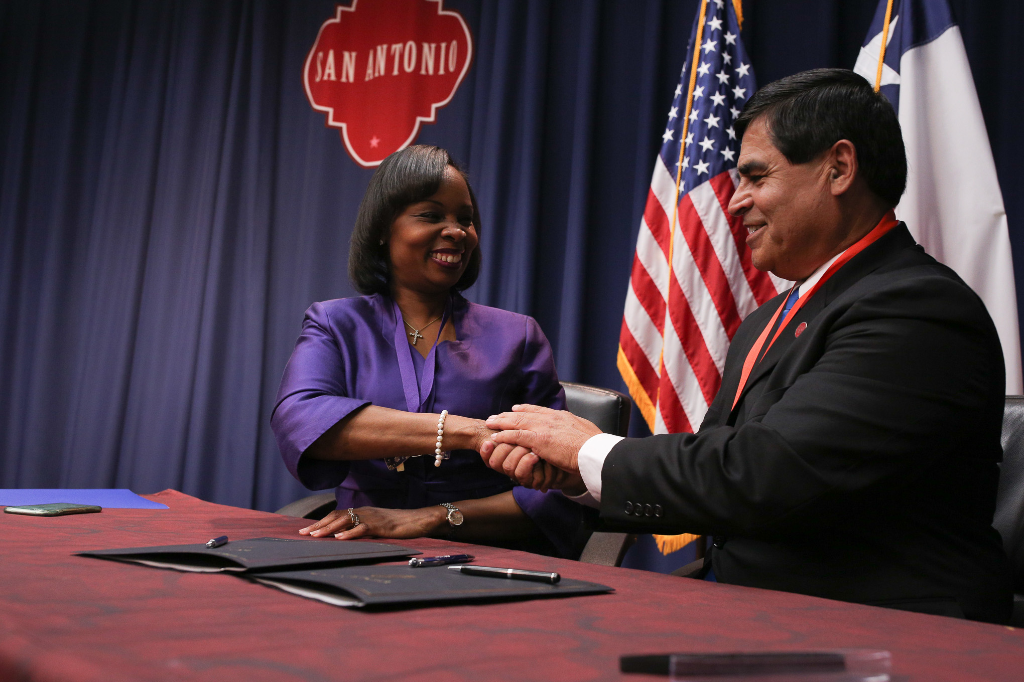 San Antonio Mayor Ivy Taylor (left) shakes hands following the signing of the Inter-local Agreement with Converse Mayor Al Suarez.
