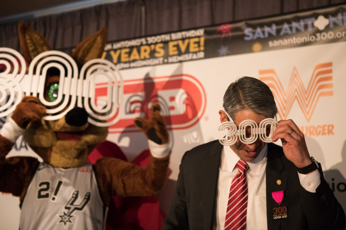 The Spurs Coyote and Mayor Ron Nirenberg wear 300 glasses in honor of the Tricentennial.