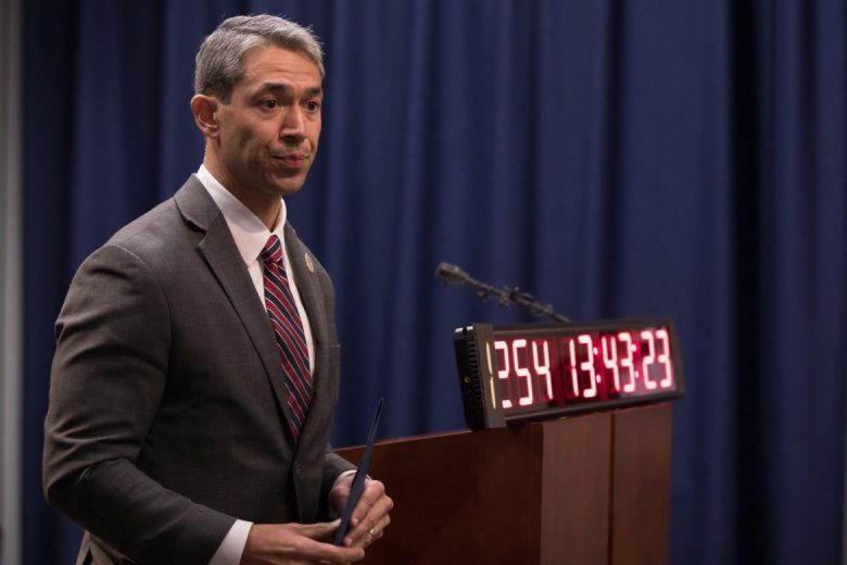 Mayor Ron Nirenberg asks the San Antonio Professional Fire Fighters Union to join in contract negotiations.