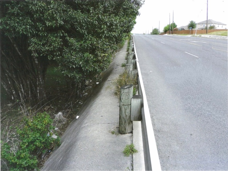 A proposed rule would require developers to pay into a sidewalk or bike facility mitigation fund when they are unable to build them – such as in this situation at Oak Valley Apartments.