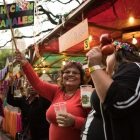 Cynthia Flores (center) encourages NIOSA-goers to buy tamales de pollo.