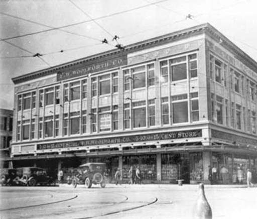 This photograph shows the East and North elevations of the building on West side of Alamo Plaza, Southwest corner of N. Alamo and E. Houston Streets. Circa 1920-1922.
