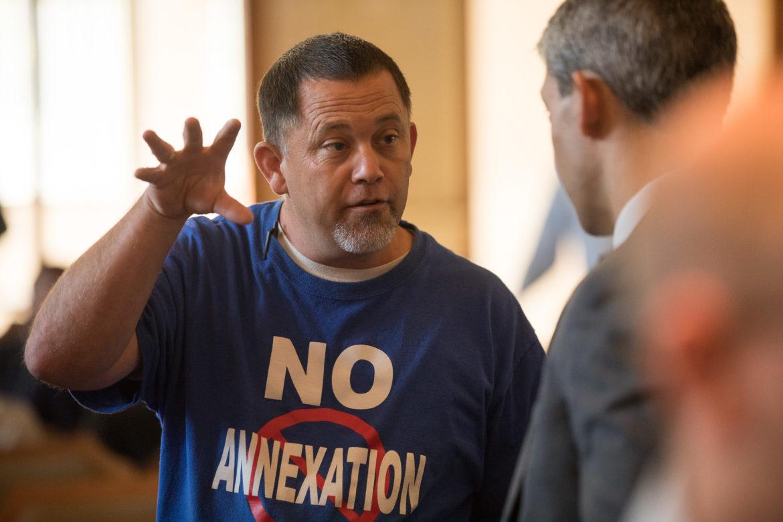 Mayor Ron Nirenberg (right) speaks with anti-anexation community member Mike Stewart.
