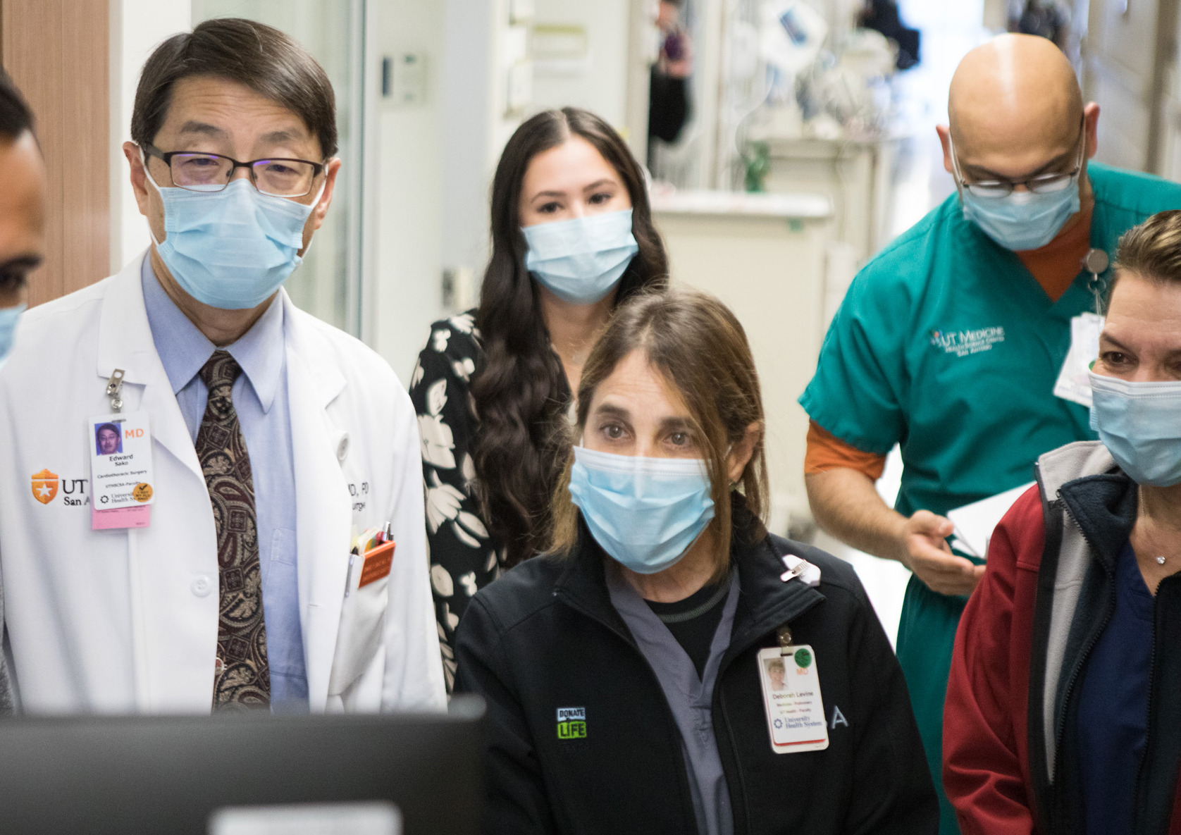 In San Antonio, surgeons perform lung transplant on COVID-19 patient