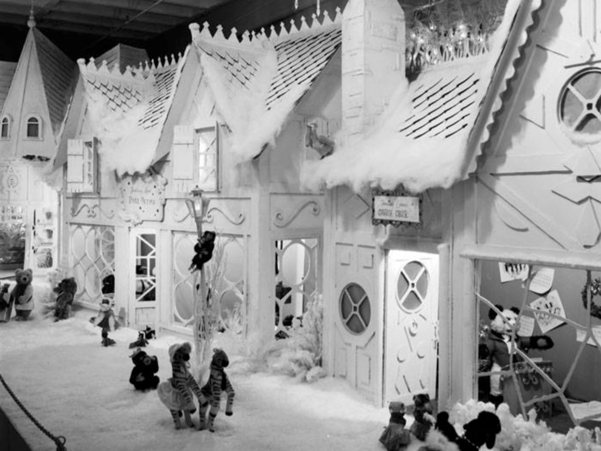 Joske's Fantasyland display located on an upper floor of the downtown department store in November 1965.