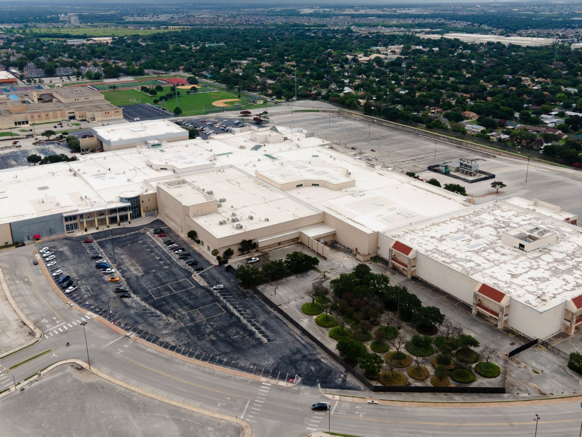 Rackspace, headquartered in Northeast San Antonio, disclosed in a stock filing that it is laying off hundreds of employees on Thursday.