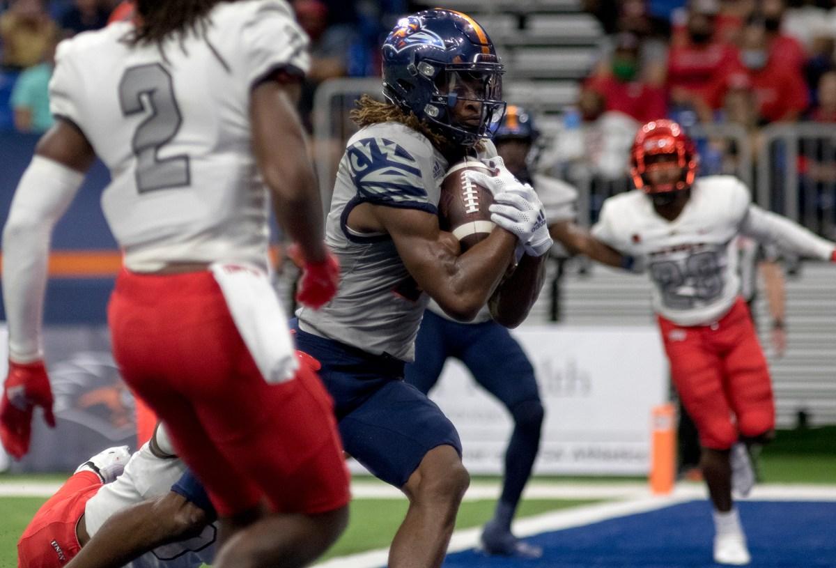 UTSA wide receiver Joshua Cephus (2) scores a touchdown against UNLV at the Alamodome on Saturday in a 24-17 win.