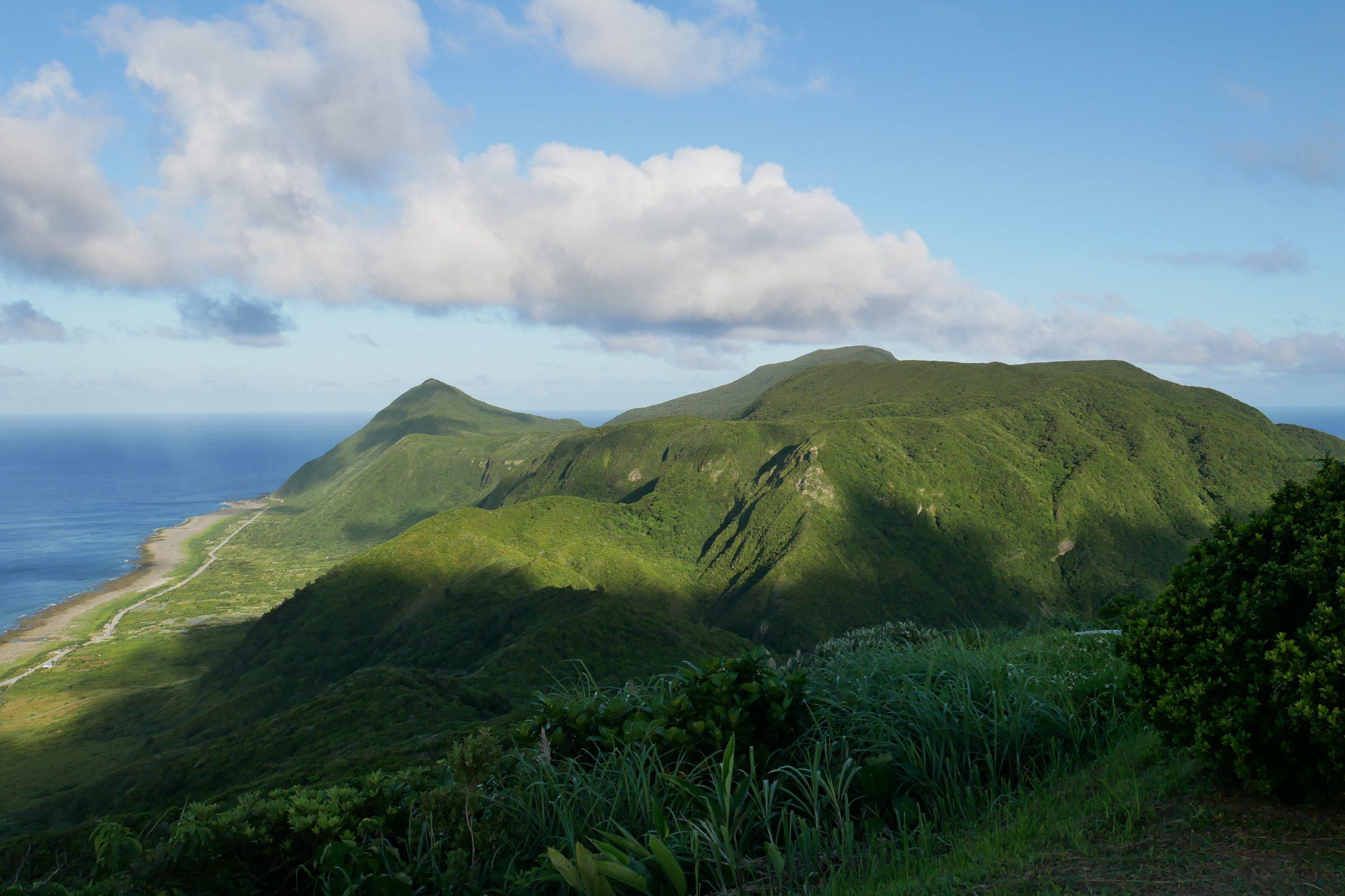 蘭嶼景點推薦-椰油國小放鬆看無敵海景、蘭嶼氣象站看美景、青青草原看夕陽
