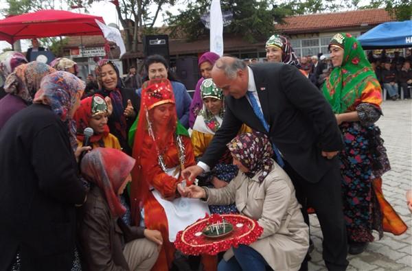 Han Festivalinde Kına Gecesi Ritüeli