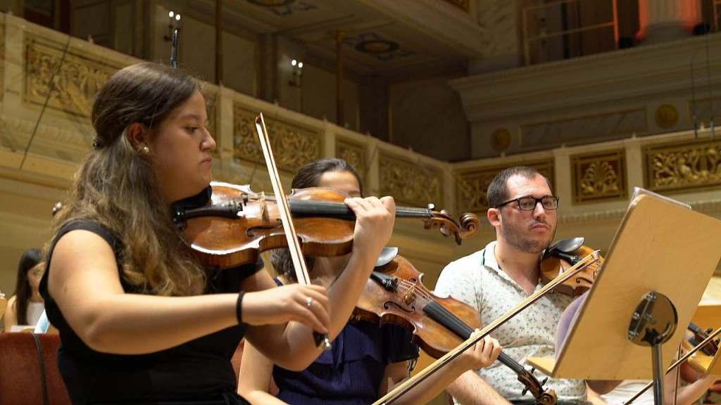 Jugendphilharmonie der Türkei beim Young Euro Classic bei der Probe im Konzerthaus Berlin