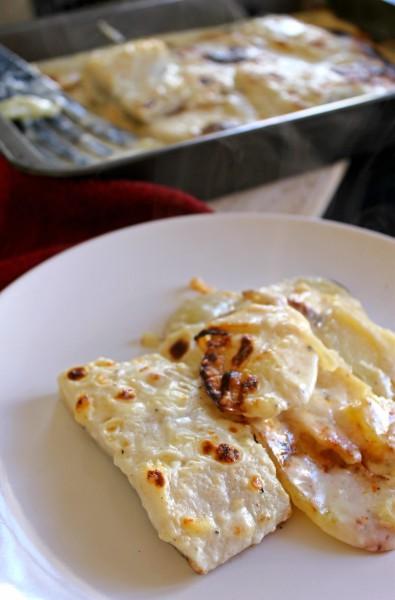 Bacalao gratinado al horno con bechamel y patata panadera