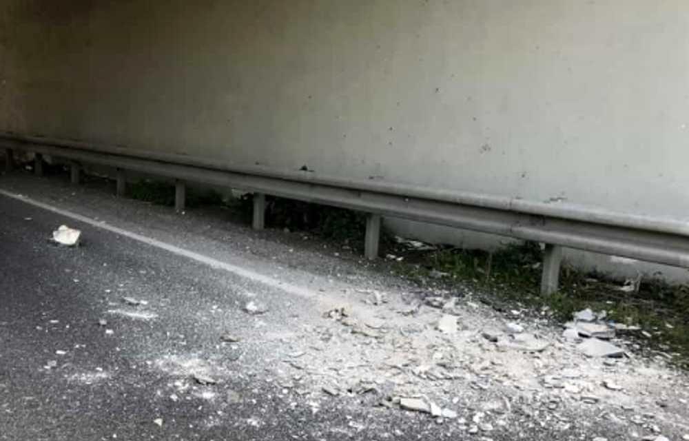 Cadono calcinacci: chiusa al traffico galleria 'Passo del Lupo'