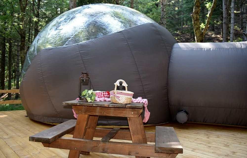 Biccari, turisti da tutt'Italia per la bubble room sul lago.