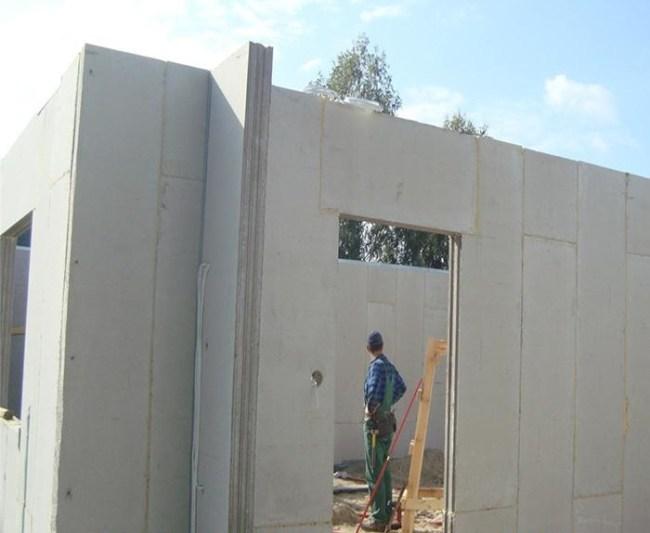 Một công trình xây dựng dùng tấm bê tông nhẹ lắp ghép Hightwall làm tường