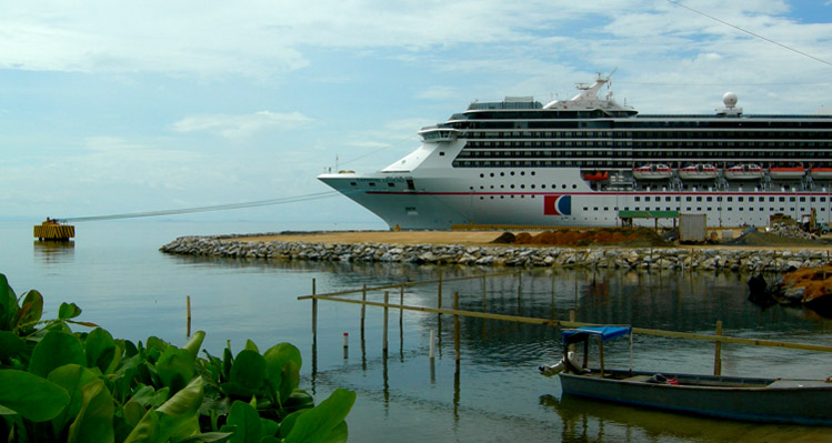 Las Perlas cruise ship