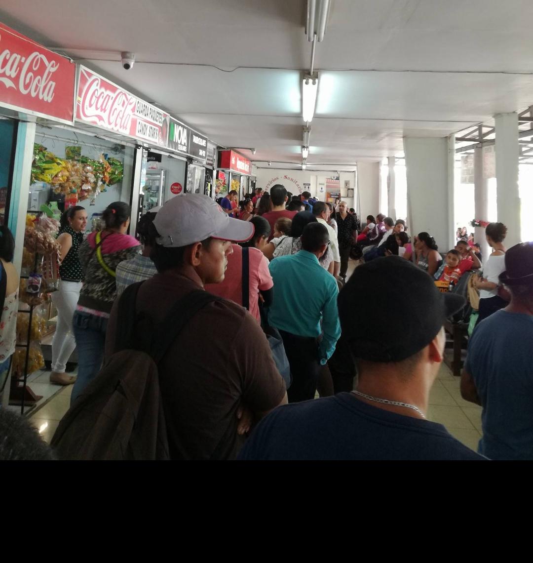 """Usuarios denuncian """"martirio"""" para viajar a San José en bus"""