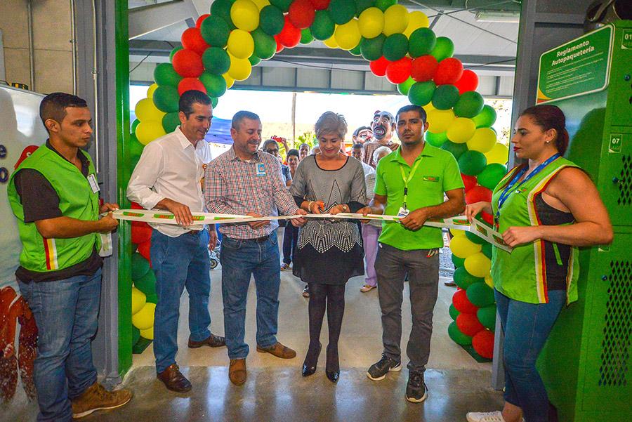 15 venecianos tienen empleo tras apertura de nuevo supermercado