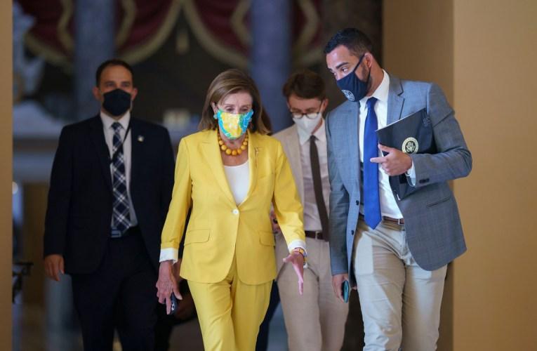 Demócratas liberales y moderados ceden ante Pelosi.