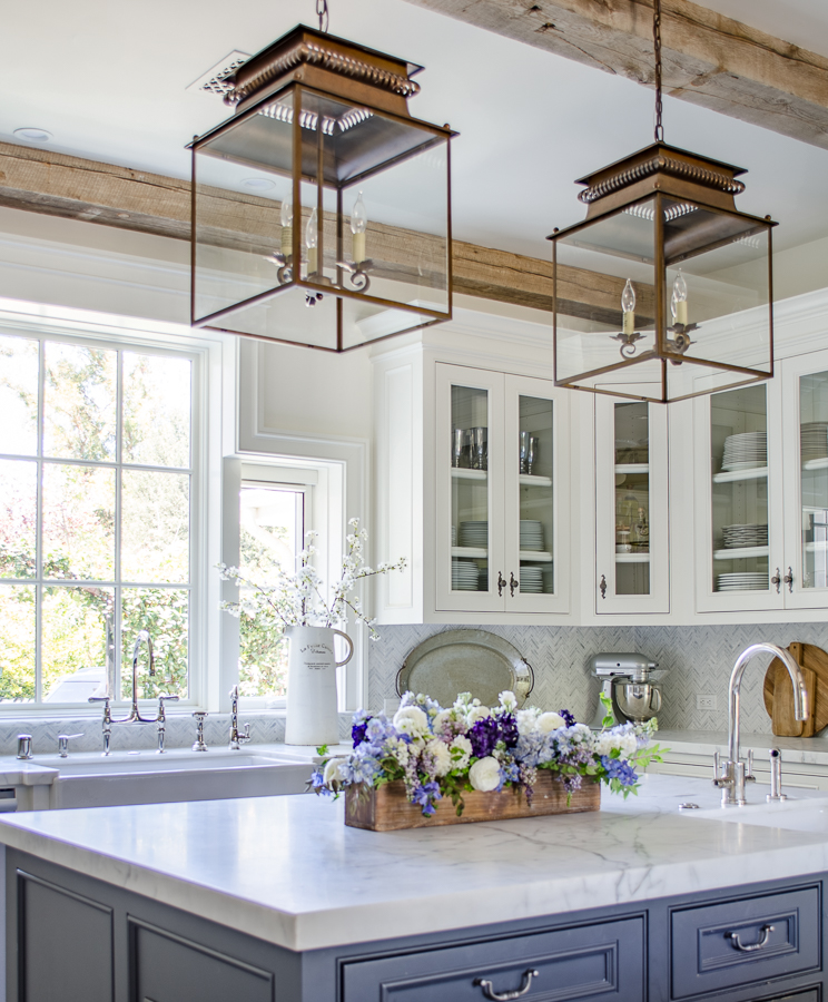25 classic farmhouse light fixtures