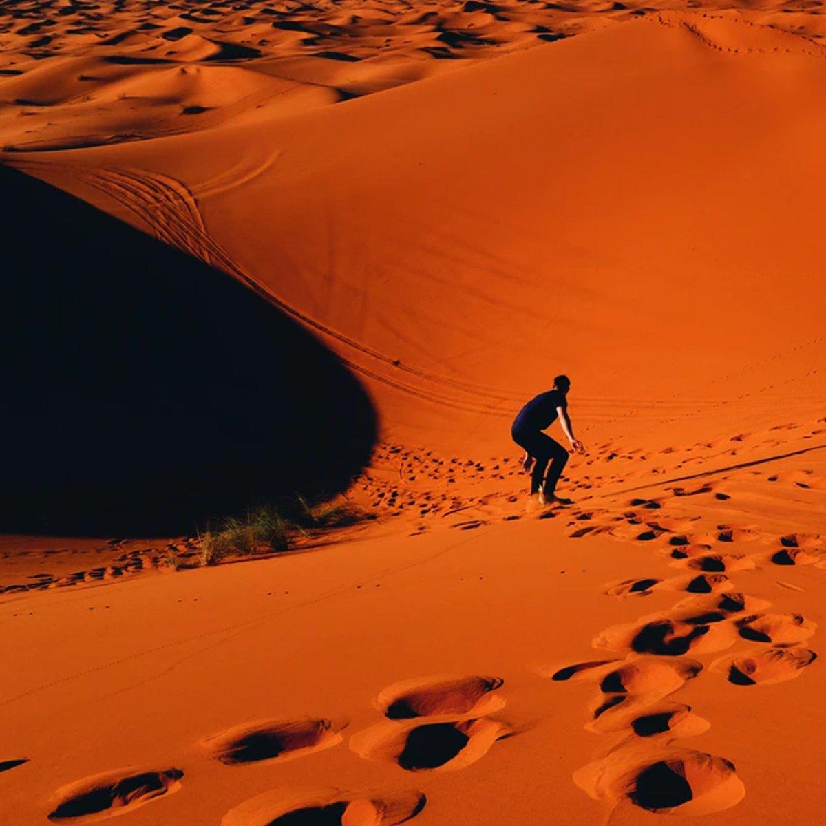 Sandsurfing in the Sahara