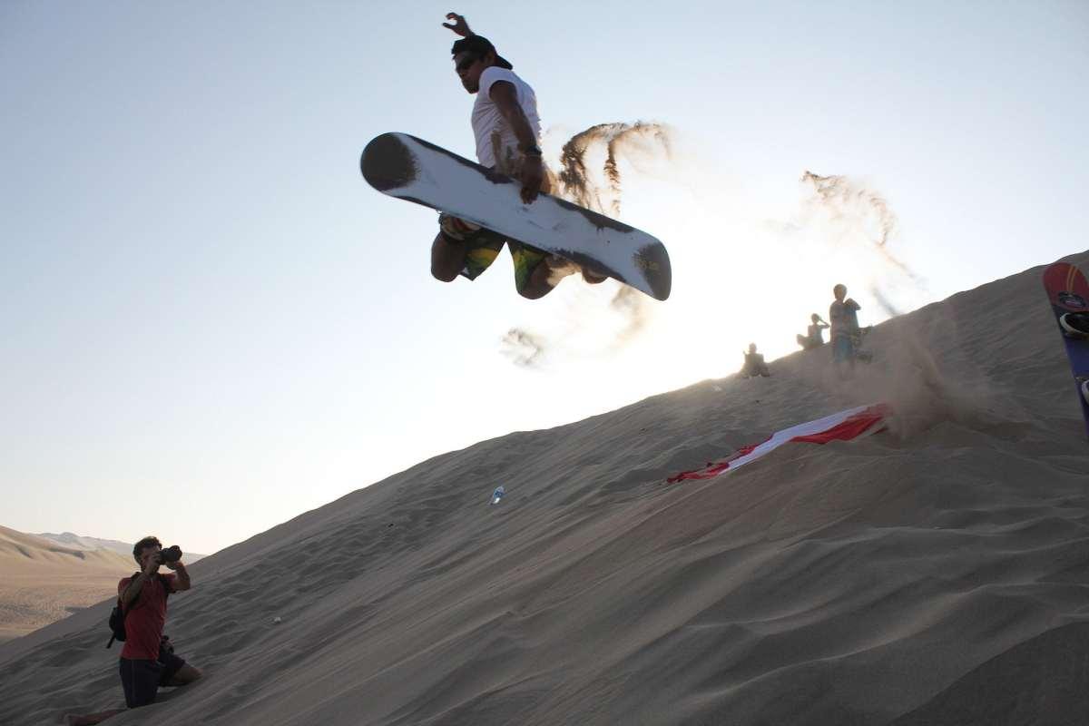 Sandsurfing Huacachina