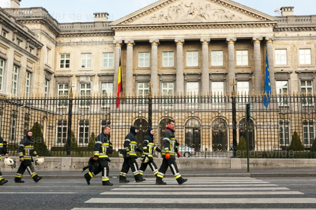 Firefighters spray riotpolice Belgium