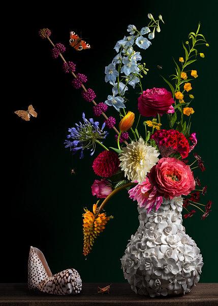 Royal flora 2.0 een prachtig bloemstilleven die u bij mij en Sandervanlaar.werkaandemuur.nl kun bestellen op elk formaat wat u maar wilt voor op uw kantoor of in uw in uw woning