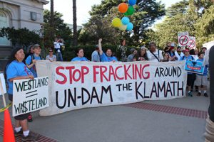 "The Klamath Justice Coalition says ""Stop Fracking Around - Undam the Klamath."" Photo by Dan Bacher."