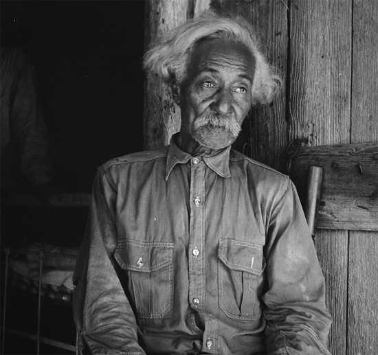 Bob Lemmons, Carrizo Springs, Texas. Born enslaved about 1850, south of San Antonio. Photo by Dorothea Lange