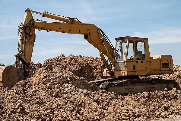Earth excavator