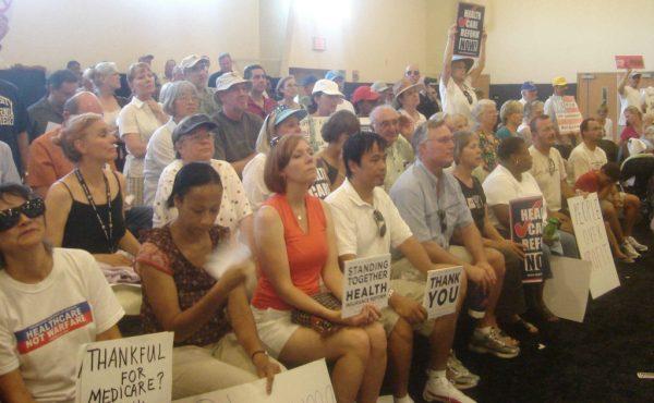 Crowd at Rep. Susan Davis' Spring Valley Town Hall