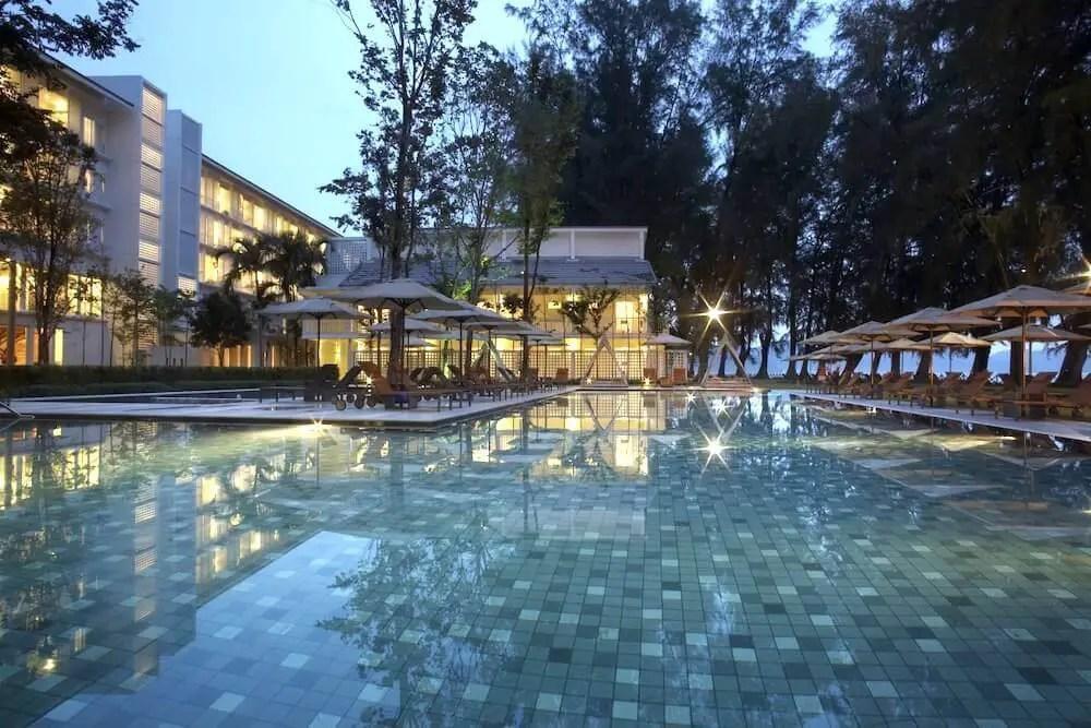 pool at dusk Lone Pine Hotel