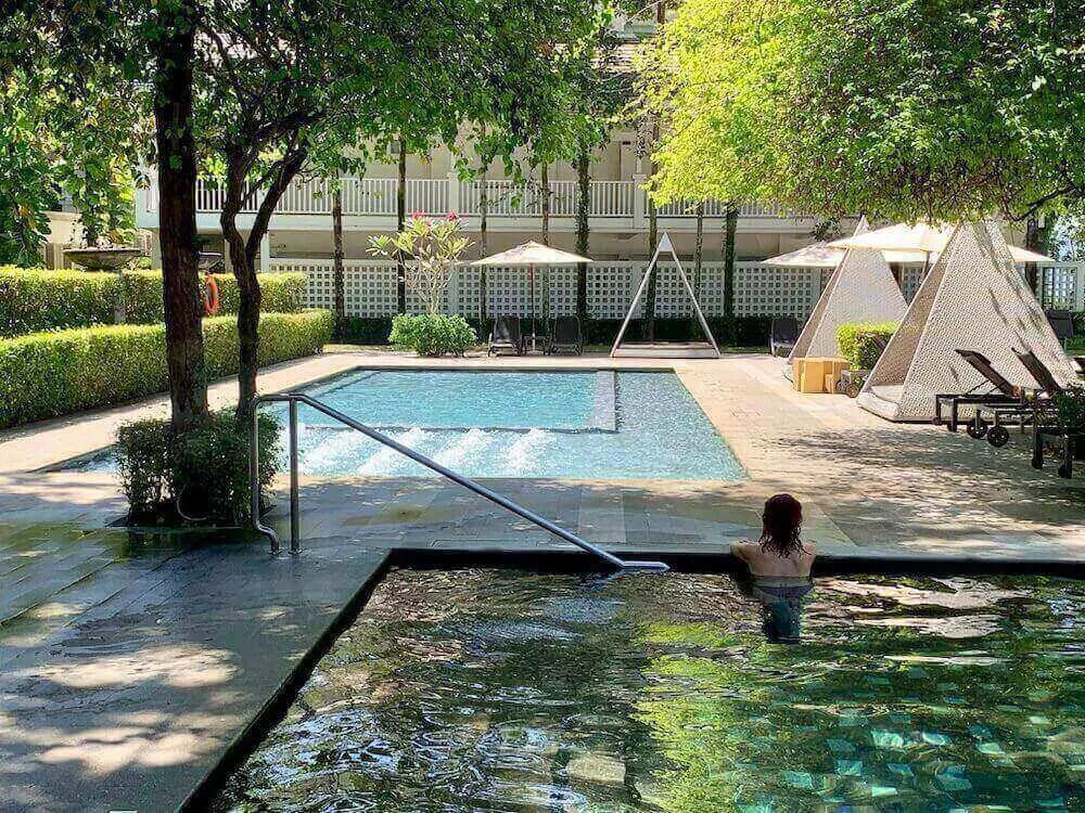 me in pool Lone Pine Hotel