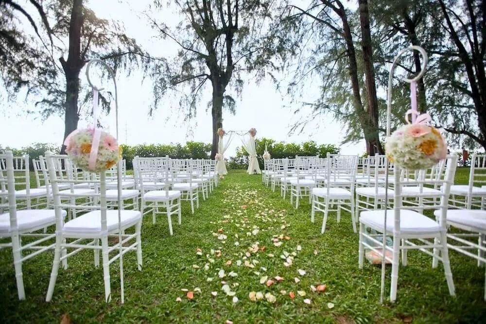 lawn garden wedding in Lone Pine Hotel