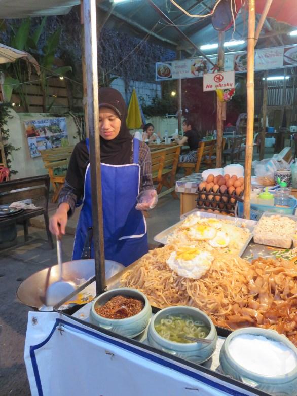Des plats locaux comme le Pad Thaï