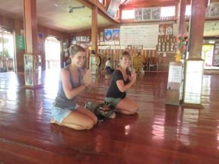 Le salut obligatoire au Bouddha
