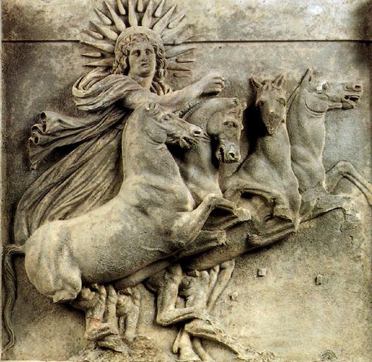 Метопа с изображением Гелиоса, видимо, из храма Афины в Новом Илионе (карийский мрамор, 2 м × 86 см). Обнаружена Генрихом Шлиманом. Пергамский музей Берлина