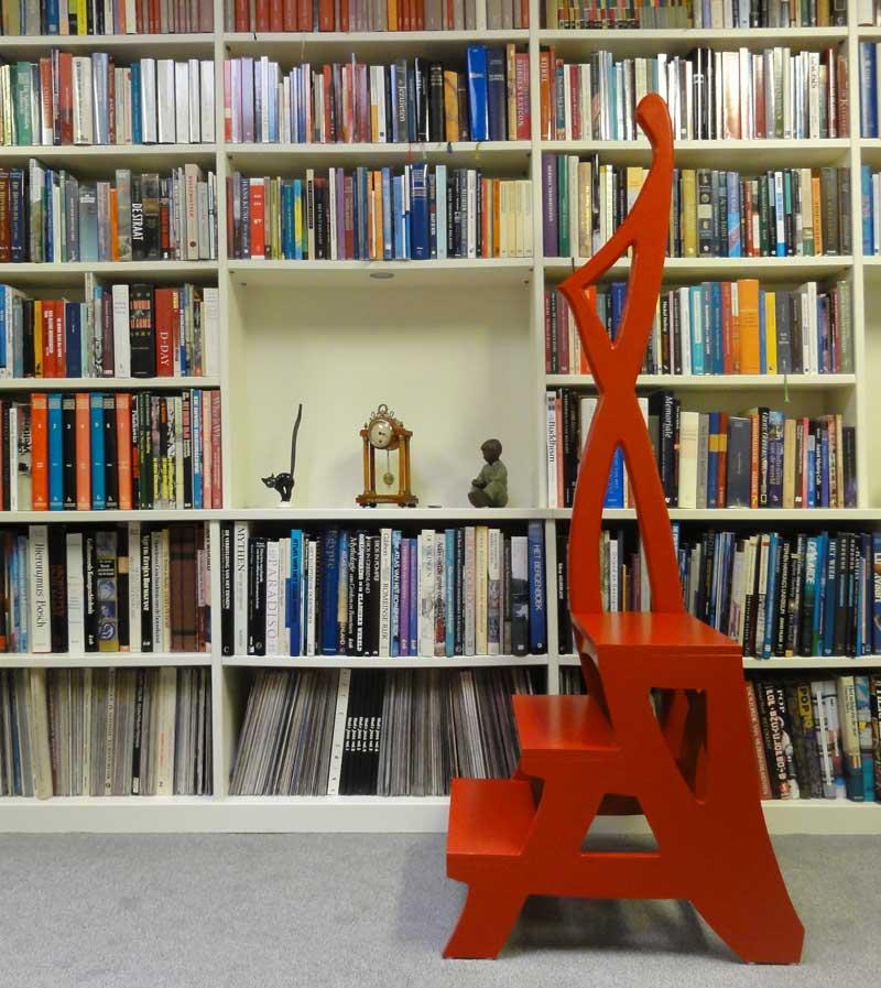 Signaalrood bibliotheektrapje