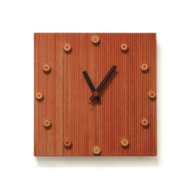 Rode klok met schijfjes