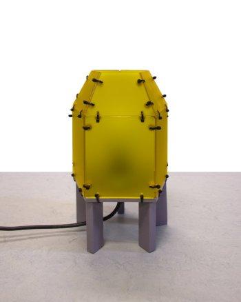 Honingkleurige vijfhoekige lamp